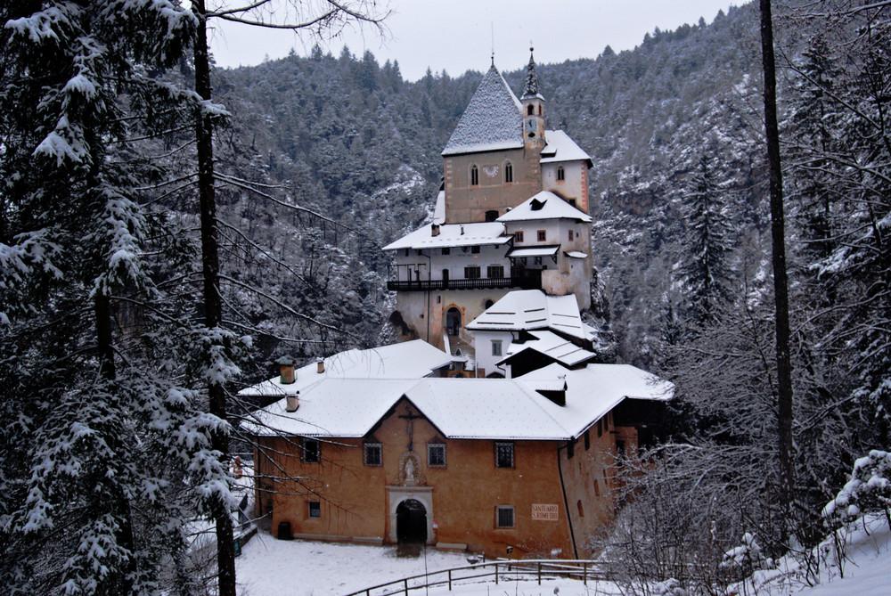 Santuario_San_Romedio_Inverno